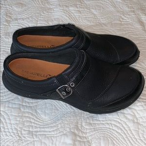 Merrell Black Leather clogs size 9
